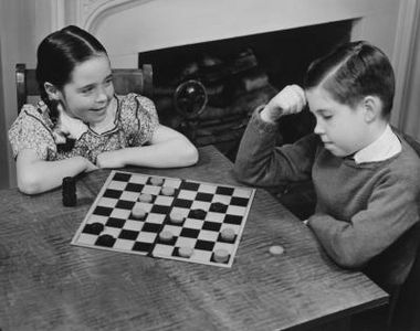 Kāpēc bērniem ir jāspēlē dambrete?