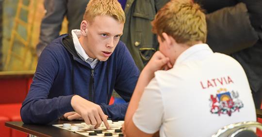 Pasaules jauniešu čempionāts 100 lauciņu dambretē noslēdzās. Latvija bez medaļām.